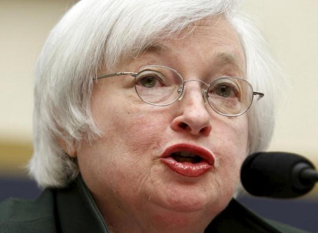 9月17日、米FOMCは金利据え置きを決定した。写真はイエレンFRB議長。ワシントンで7月撮影(2015年 ロイター/Yuri Gripas)
